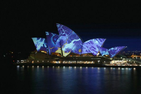 Risultato della ricerca immagini di Google per http://4.bp.blogspot.com/-e6I8jdEb63g/TeW_z6BRh8I/AAAAAAAADQs/7fZ0RW0VYn0/s1600/vivid-sydney-lighting-display-smart-light.jpg