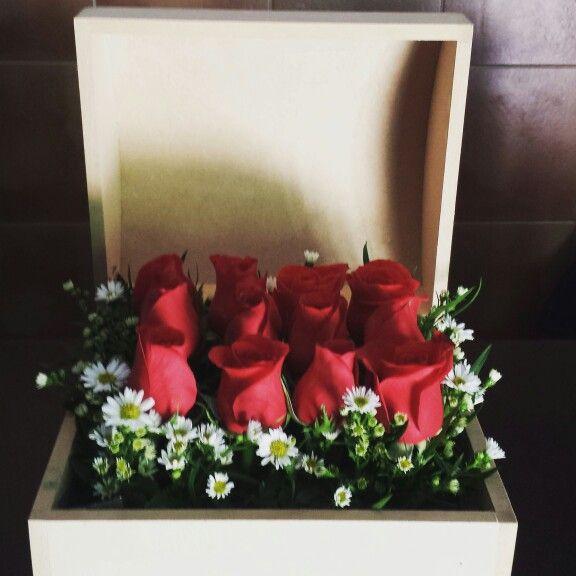 En nuestra fan page este diseño corresponde al diseño de arreglo floral #221 :) www.facebook.com/floreriajoselyn  #floreriajoselyn #floristeria #enviaflores #enviarosas #culiacán #sinaloa #mexico #pagaenoxxo #banamex #rosasrojas #arreglosflorales