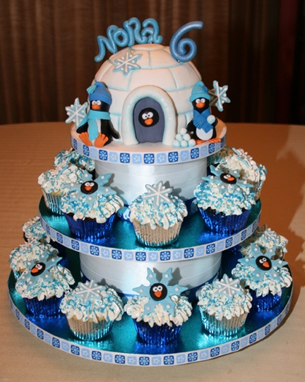 Penguin Cupcakes - Cupcake tower for a kids' birthday party at the National Aviary.                                                                                                                                                                                 Más