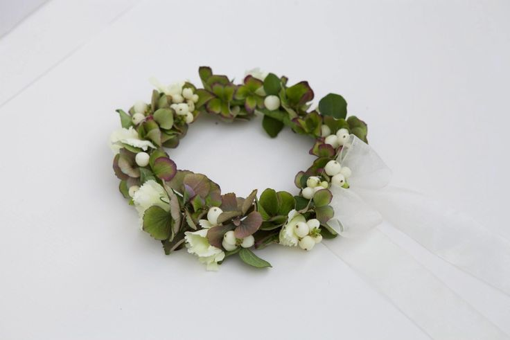 Snowberry circlet