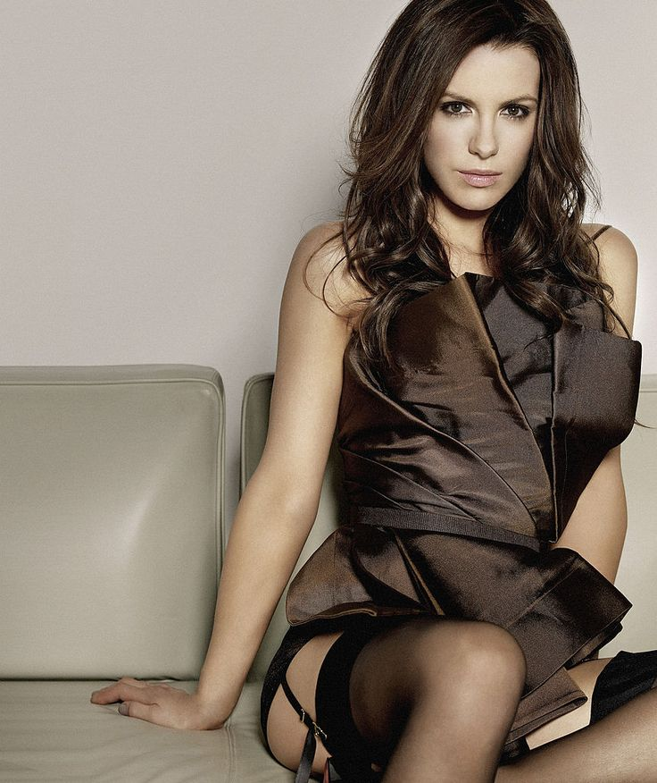 Kate Beckinsale Sexy In Thigh High Stockings And Garters -6067