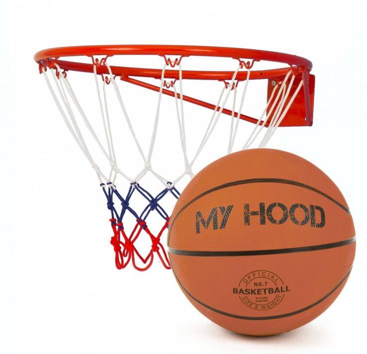 My Hood Basketkorg med basketboll. Basketkorgen monteras på väggen. Skruvar och upphängningsanordning ingår. Väderbeständigt nät ingår.  Fakta Basketboll ingår. Stålring 45 cm, passar bollar av storlek 7. Skruvar och upphängningsanordning ingår. Väderbeständigt nät ingår.
