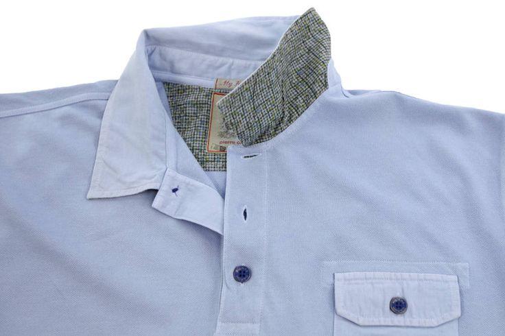Polo Pierre Cardin dla Panów o dużych rozmiarach w kolorze błękitnym. Mała kieszonka z przodu zapinana na guzik. Dostępna w rozmiarach 3XL, 4XL, 5XL, 6XL, 7XL, 8XL. Skład: 100% bawełna.