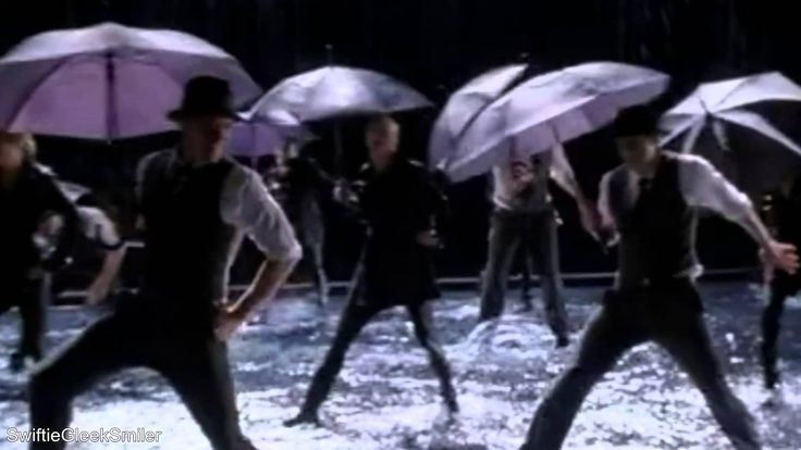 GLEE - Singing In The Rain/Umbrella (Full Performance) (Official Music V... Sung by: Artie Abrams/Kevin McHale, Holly Holiday/Gwyneth Paltrow, William Schuester and New Directions. From 2x07 (The Substitute).
