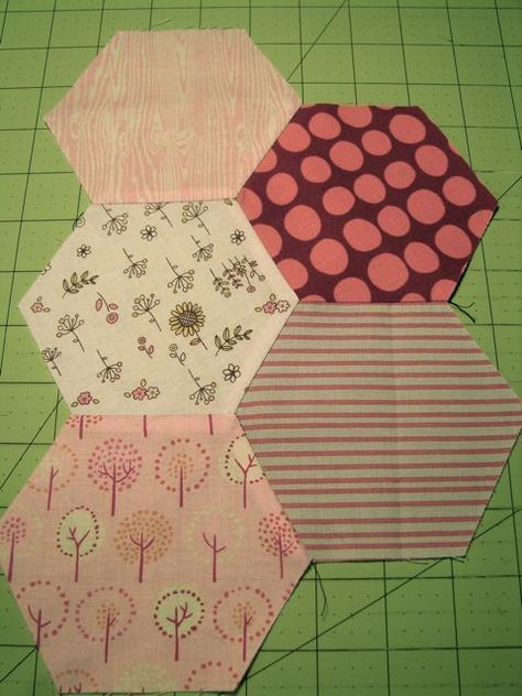Instructions for making a hexagon quilt with no hand stitching. Tallgrass Prairie Studio: Sewing Hexagons by Machine Without Marking