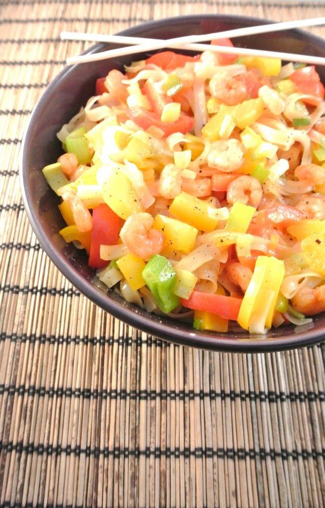 Lekker wokgerecht met noedels, prei, paprika en lente-ui