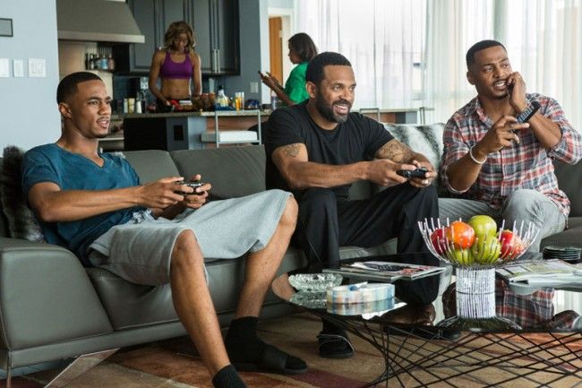 Jessie T. Usher as Cam Calloway, Mike Epps as Uncle Julius & RonReaco Lee as Reggie Vaughn in 'Survivor's Remorse'