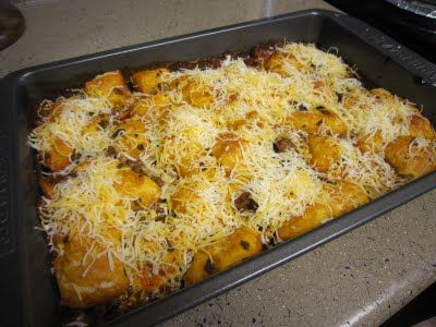 Bubble Up Enchilada: ground meat, enchilada sauce, tomato sauce, refrigerated biscuits and cheese. Looks easy!