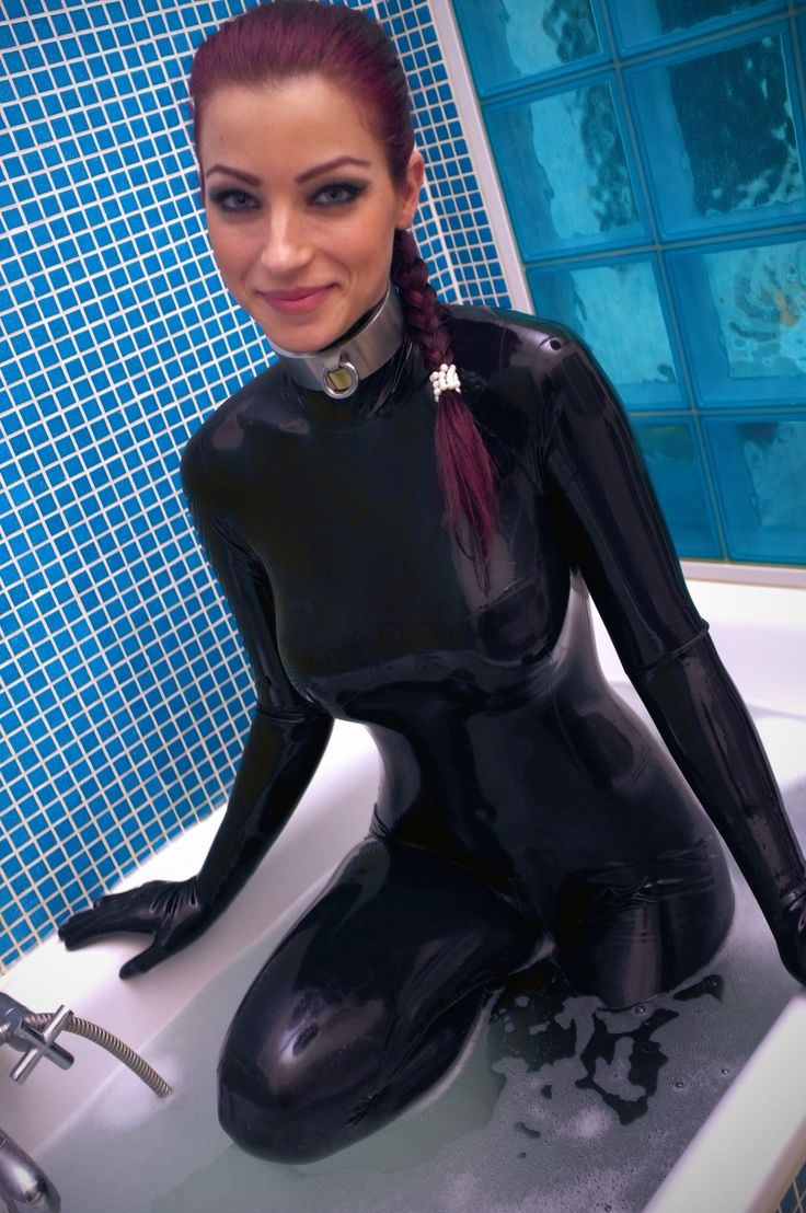 lesbian in skin tight leather pictures