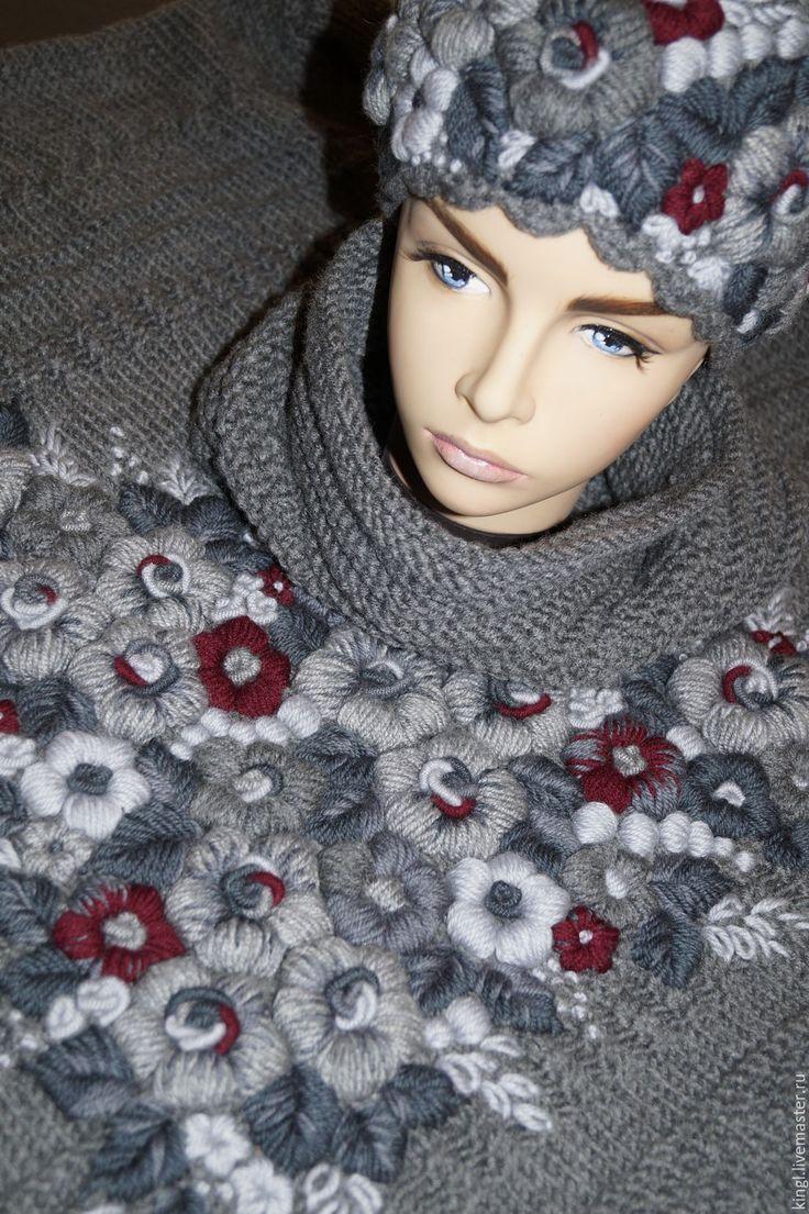 Купить Вязаная шапочка-кубанка с ручной вышивкой Магия серого цвета - серый цвет
