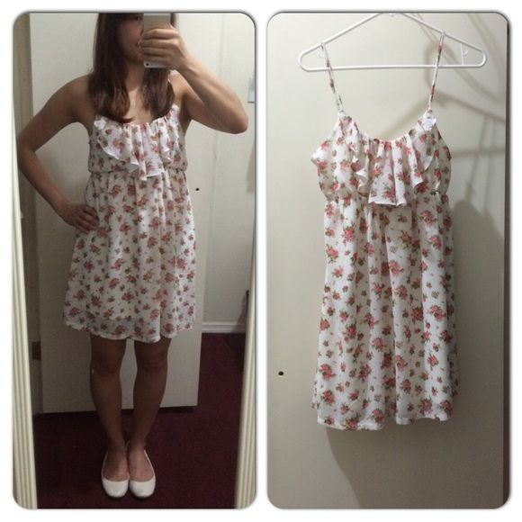 F21 flowery dress Flowery dress in white. Great for spring and summer! Forever 21 Dresses