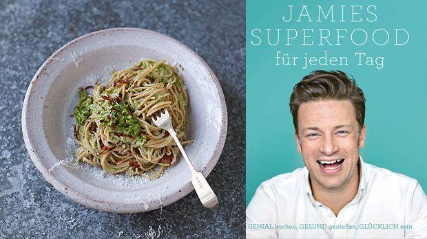 Eine schlanke Carbonara, die trotzdem lecker schmeckt? Wie das geht, zeigt Jamie Oliver.