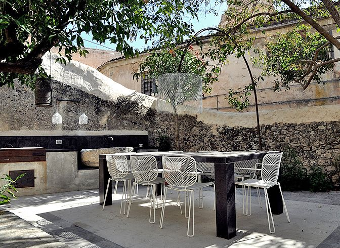Modern Vacation Rentals Italy   boutique-homes.com