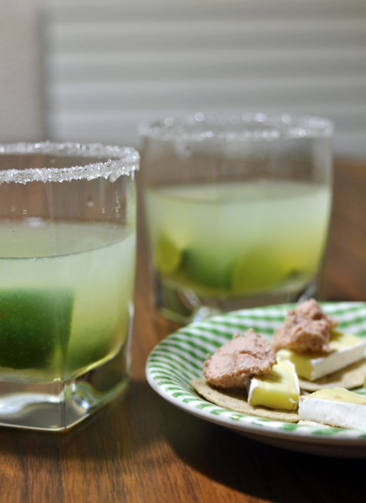 Have a Lemon #Caipirinha to start the night. And remember to have a snack with it, it's quite strong on an empty stomach, check out the blog for some ideas! #flavourhunting #drinks #friday #happyhour
