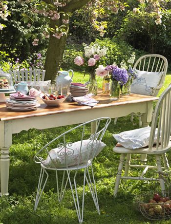 The English Country Garden. - Fancy.'s blog - Retro chairs and vintage china