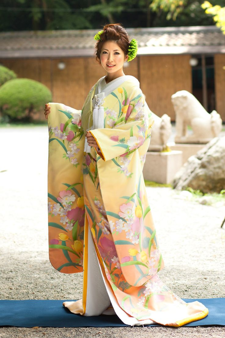 大柄のモダンな花々と美しいグラデーション♪ ♡花嫁衣装 色打掛 黄色の参考一覧♡