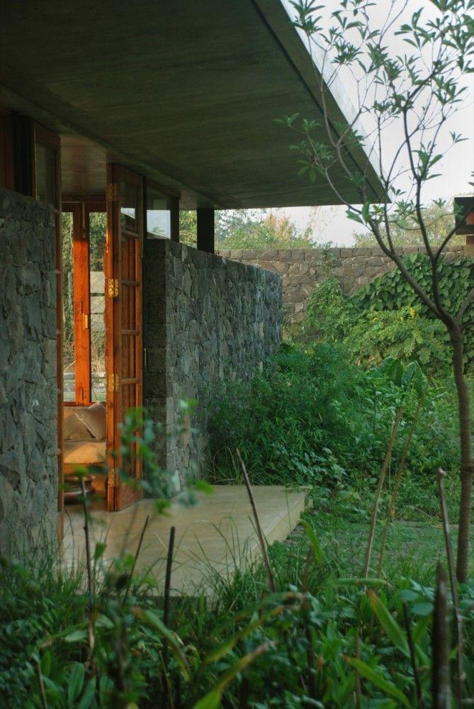 Nice wall & wood contrast - Utsav House / Studio Mumbai