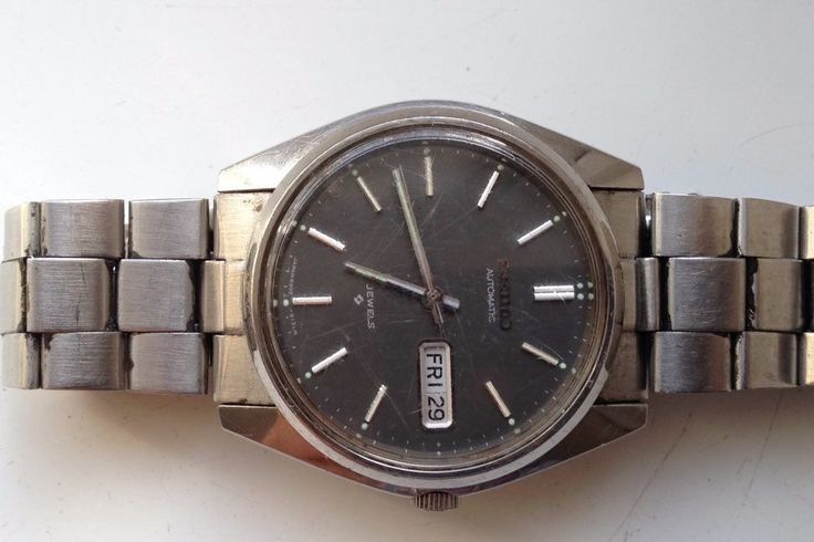 AUCTIONS ENDING ON WEDNESDAY 19 JULY FROM 8pm NEW AUCTIONS STARTING FROM 8pm........MEN VINTAGE SEIKO AUTOMATIC BLACK DIAL 6309-8020 WORKING DAY DATE CALENDAR WATCH