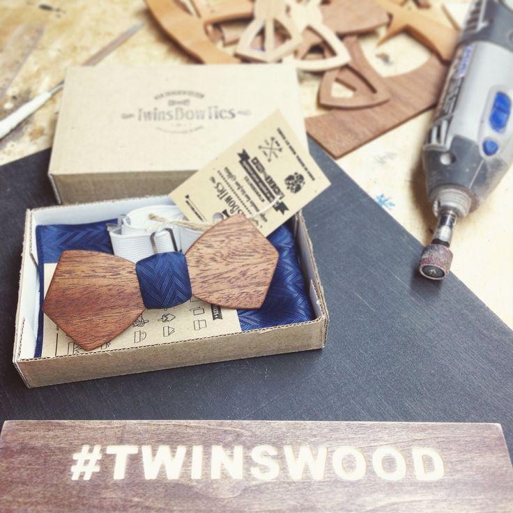 Очередной срочный заказ! Специально к выпускному вечеру! Уже завтра галстук бабочка из дерева дополнит образ выпускника. В самый важный день,  взгляды одноклассниц будут прикованы к владельцу бабочки! // #TwinsBowties   #WoodenBowties #WoodBowtie #WoodenBowtie #WoodBowties #TwinsWood #деревяннаябабочка  #бабочкаиздерева #деревянныебабочки   #сделановроссии #russiandesign #instacool  #porusski #казань #webstagram #москва #питер  #instagood #twins #woodwork #woodworking #love #handmade #bowtie…