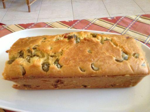 Cake aux olives et au jambon : Recette de Cake aux olives et au jambon - Marmiton