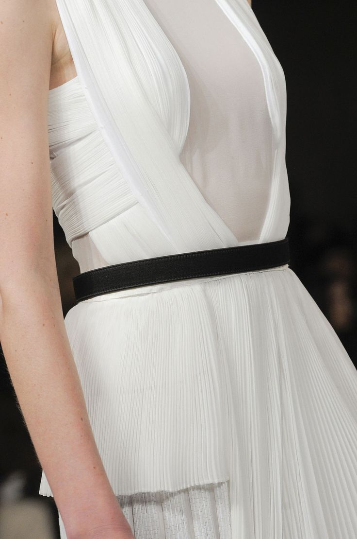 Beautifully structured dress with micro pleats; white fashion details // Jason Wu