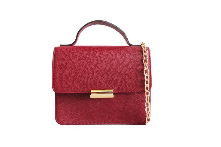 Mini Suitcase Rojo Teja / Bolso de piel de vacuno lisa con cierre dorado en la solapa.