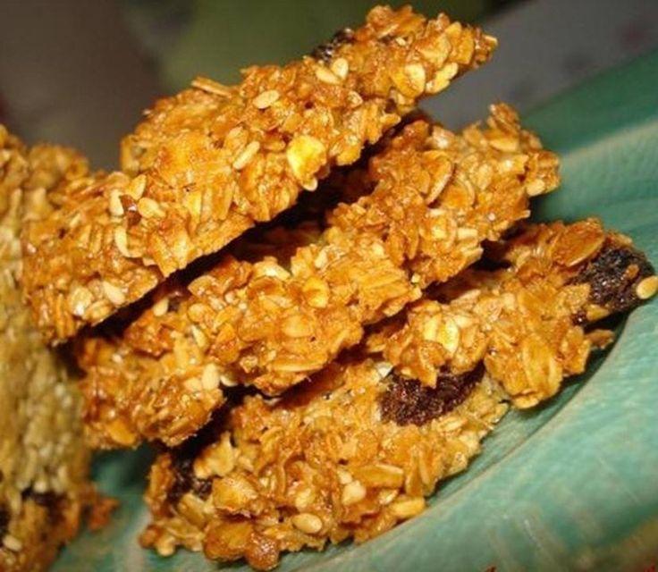 Miam, un dessert croustillant :) Des galettes aux flocons d'avoine aux raisins et aux pommes :) => http://ow.ly/fbWx3032pyO