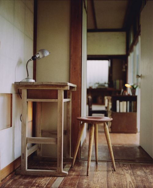 batixa:    letter desk by (ku)nihito on Flickr.