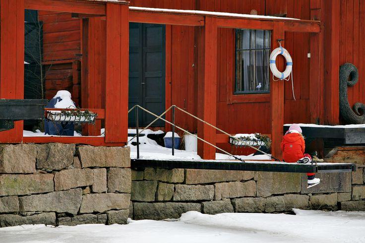 Red shore houses in Old Porvoo. www.visitporvoo.fi