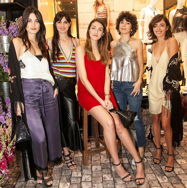 UMA renovó su boutique de Alcorta Shopping #LaVieEnUma   Carla Moure Mia Flores Piran Lucia Pedraza Cala Zavaleta y Belen Chavanne  La nueva imagen conceptual de UMA tiene su origen en la ciudad de Paris. De allí proviene la inspiración y las tendencias con las que se diseña cada temporada. Por eso al momento de renovar sus locales la marca quiso llevar a sus boutiques un pedazo de la ciudad de la luz. Las calles de Les Marais -el barrio joven y cosmopolita - funcionan como referencias…