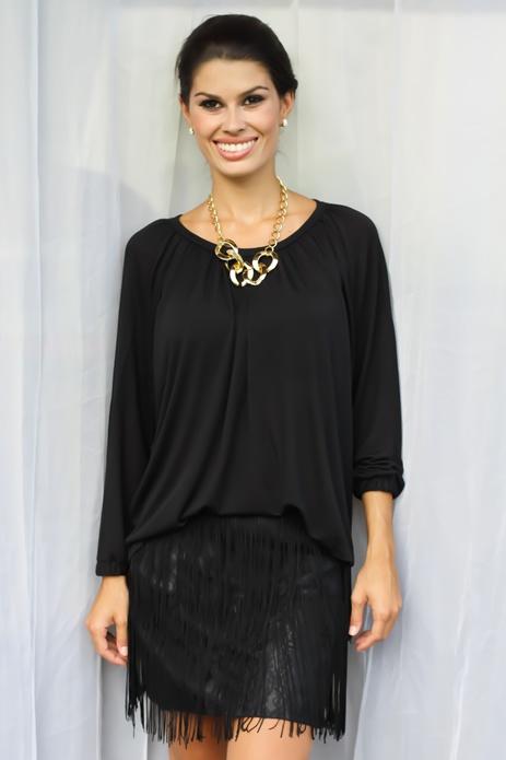 Blusa Tencel Seda Ampla Preta - Blusa feminina em malha tencel seda com elastano. Modelo amplo, com detalhe de peitilho atrás com botões de metal dourado. Manga longa. Preço: R$59.90