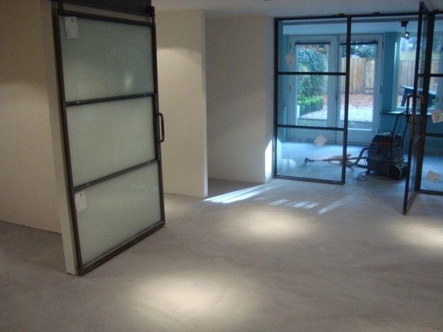 Mortex vloer in BM60, project in Amsterdam uitgevoerd door Vloer en Zo.