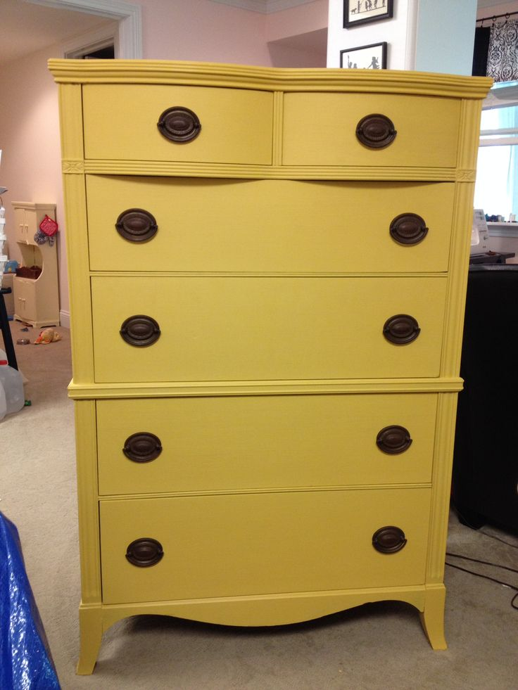 Annie Sloan chalk paint Arles and English Yellow (50/50 blend).