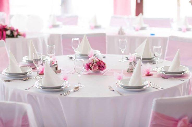 Pink and white wedding table decoration  rózsaszínű és fehér esküvői asztaldekoráció