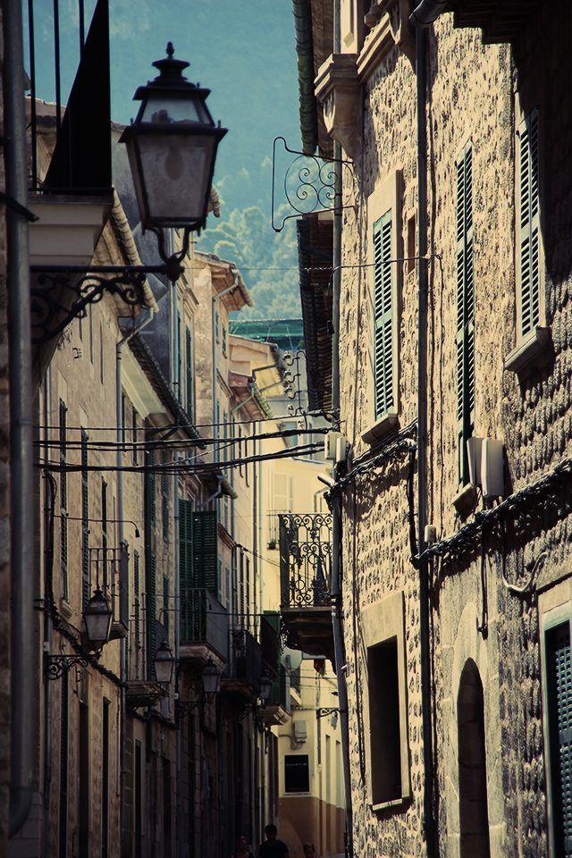 Wenn man die alten Gassen in Sóller (Mallorca) sieht, könnte man meinen, dass die Zeit stehengeblieben ist.