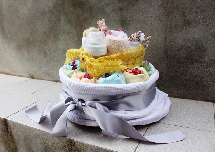 Cloth Diapers Cake, handmade soap and gifts. For an original and ecological baby shower gift - MADE by Francesca Gentile / Torta di pannolini di stoffa, sapone fatto in casa e regali. Ideale per la baby shower o per un regalo ecologico e originale a un nuovo bimbo - REALIZZATA da Francesca Gentile