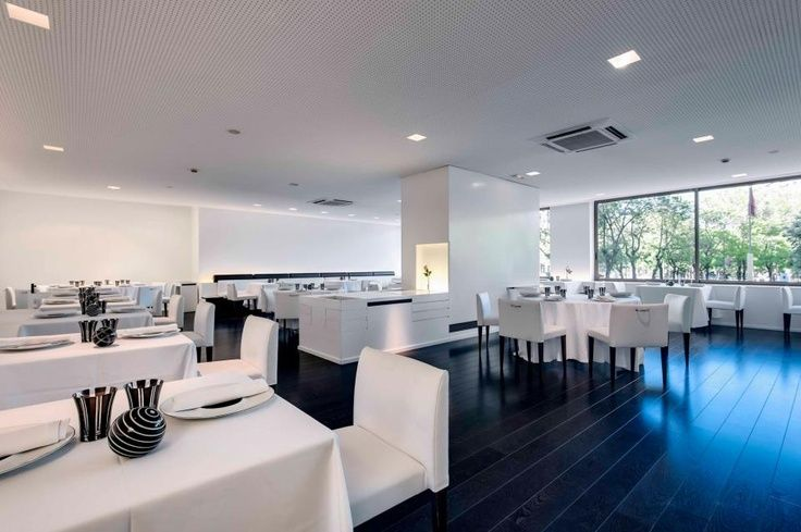 #Parquet en #Locales #comerciales #Decor #Interiordesign #Mataro #Barcelona www.decorgreen.es M29 - Restaurante Madrid