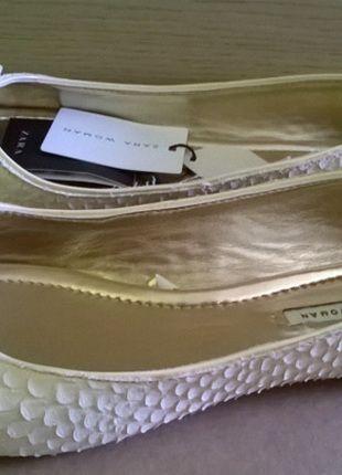 Kup mój przedmiot na #vintedpl http://www.vinted.pl/damskie-obuwie/balerinki/9943397-skorzane-balerinki-zara-zlote-nowe-r40
