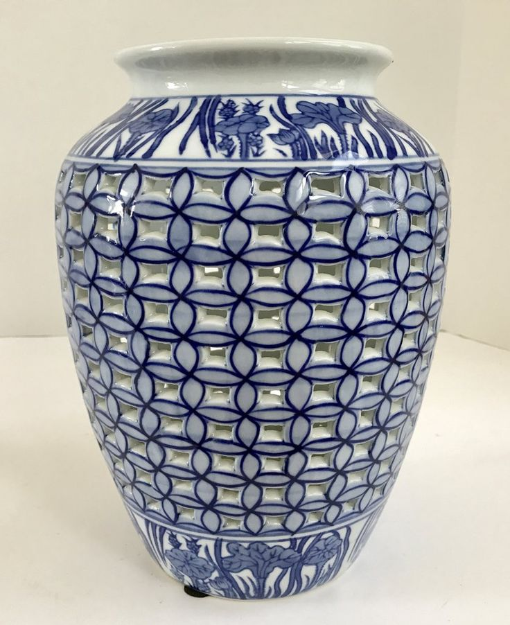 "De Chang Chinese 10"" Blue & White Lattice Porcelain Vase"