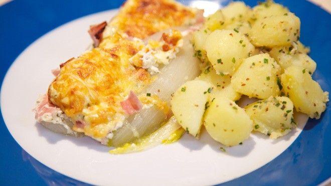 Witlof uit de oven met griekse yoghurt, bieslook en ham - recept | 24Kitchen