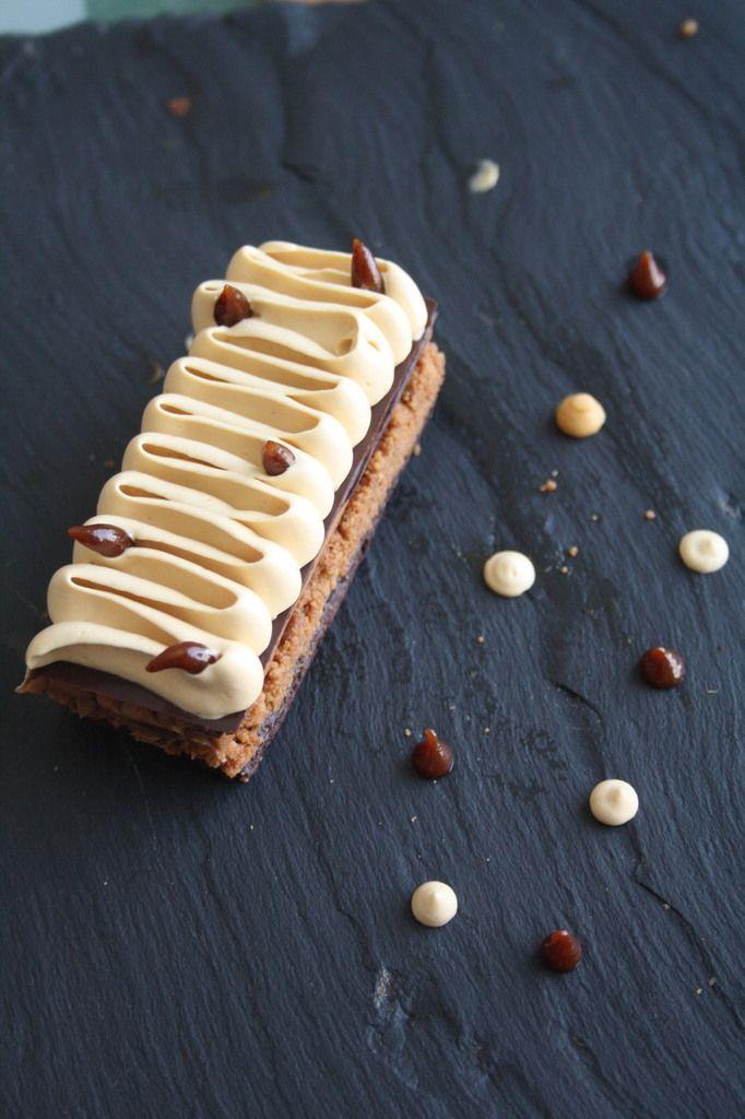 Bonjour! 3e recette des pâtissiers Relais Dessert. Il m'en reste ... pfffiou... Cette recette, je l'ai trouvée dans le dernier FDP. Ca faisait un moment que je voulais utiliser du chocolat blond dit &dulcey& (du chocolat blanc caramélisé en fait) et ce...