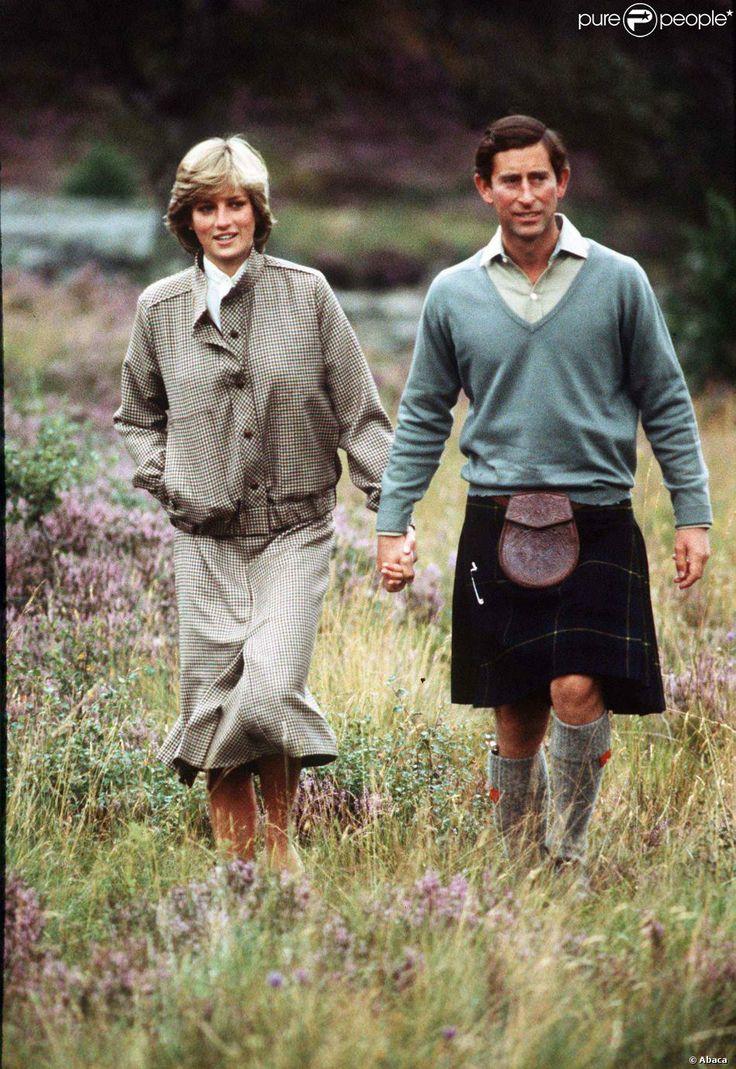 O príncipe Charles e Diana posaram para a imprensa em sua lua de mel em Balmoral, na Escócia, Reino Unido, em agosto de 1981