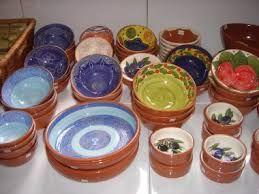 Portugees keramiek is een lust voor het oog en de varieteit is enorm. Ga een langs bij de grote winkels aan de provinciale weg. Veel keuze en niet duur
