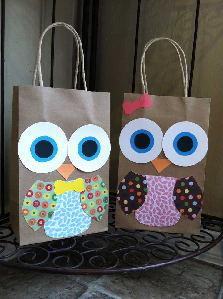 Handmade owl party favor bags for look who 39 s 1 birthday for Bag decoration ideas