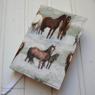 Univerzální obal na knihu - Winter horses