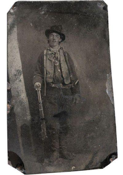 De oudste foto, die deel uitmaakt van het lijstje duurste foto's ooit verkocht, is gemaakt door een onbekende fotograaf. Naar schatting heeft hij dit plaatje in 1879 of 1880 in Fort Summer geschoten. Het is de enige foto, die ooit van de beroemde crimineel Billy the Kid is gemaakt. Deze foto staat dan ook symbool voor het Wilde Westen. In juni 2011 heeft een privéverzamelaar er maar liefst 2.300.000 dollar voor neergeteld!