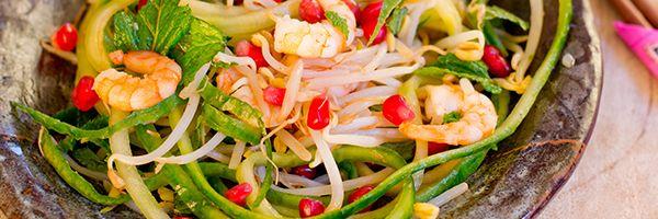 Aziatische salade met gebakken garnalen