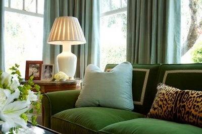 love this room.Green Couch, Colors, Livingroom, Living Room, Green Sofas, Kelly Green, Animal Prints, Velvet Sofas, Design