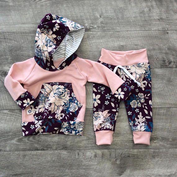 Cet ensemble à capuche pour filles comprend un pantalon et une veste à capuche.   – Ideen fürs Baby