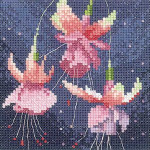 Mini Wild Poppies (SHWP902) Floral cross stitch kit by John Clayton for Heritage Crafts. Small design which contains no fractional stitches so may be suitable for the less experienced stitcher depending on their ability. Contents: 14 count aida fabric or 27 count evenweave, DMC stranded cotton threads, needle, chart and full instructions. Size: 10.5cm x 10.5cm DELIVERY DETAILS: - Please allow upto 7 working days for dispatch.
